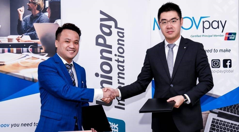 Steven Li, General Manager of MoovPay UAE, and Wang Han, General Manager of UPI Middle East, sign the exclusive agreement.